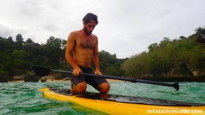SUP beginners: get on your knees on your standup paddle board